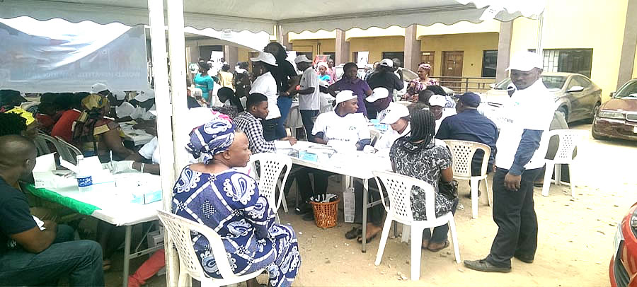 "Reals participating at the ""ANNUAL FREE MEDICAL MISSION"" in Alimosho LGA by Doctors on air"